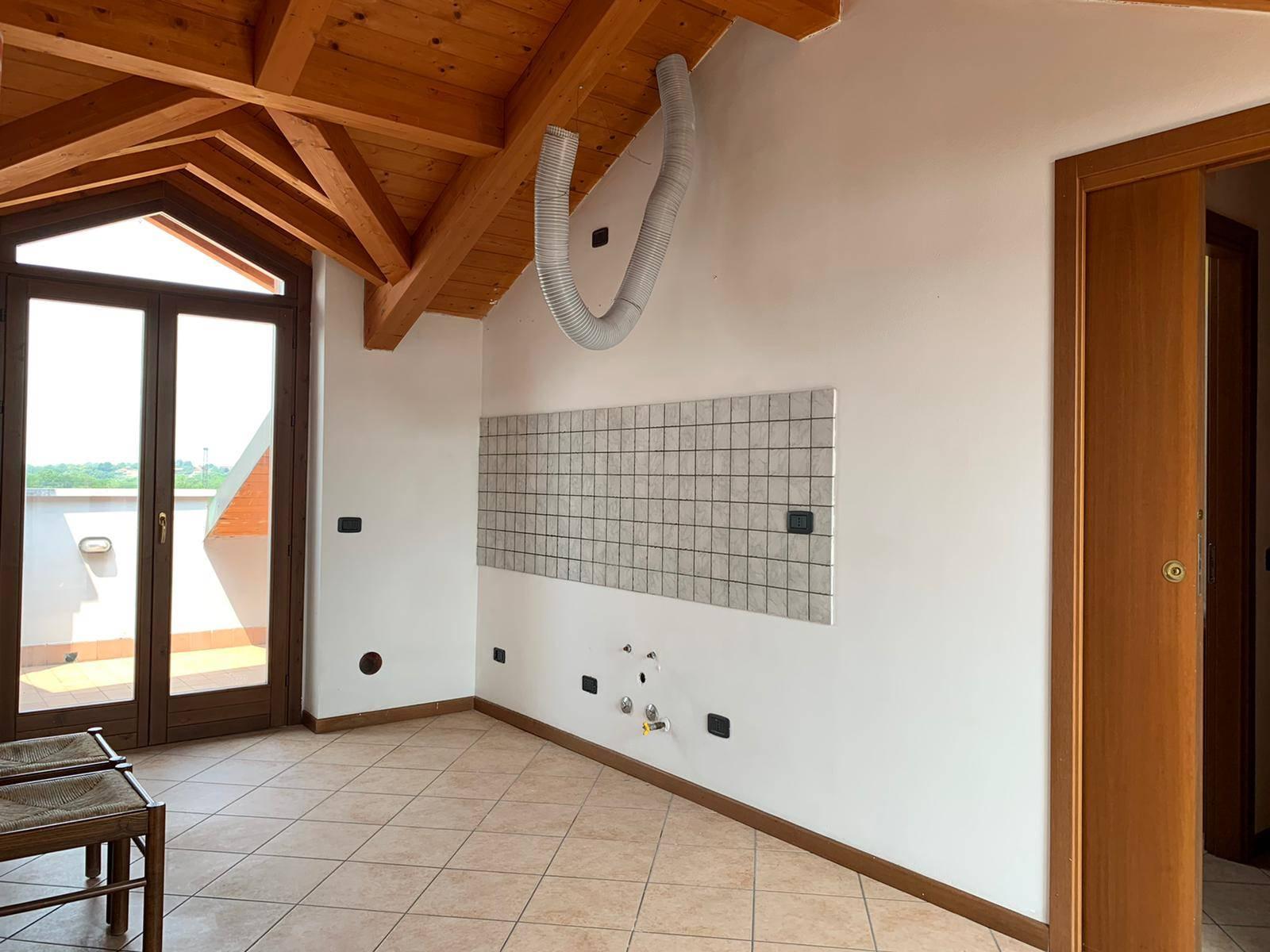 Attico / Mansarda in vendita a Boltiere, 2 locali, prezzo € 72.000 | PortaleAgenzieImmobiliari.it