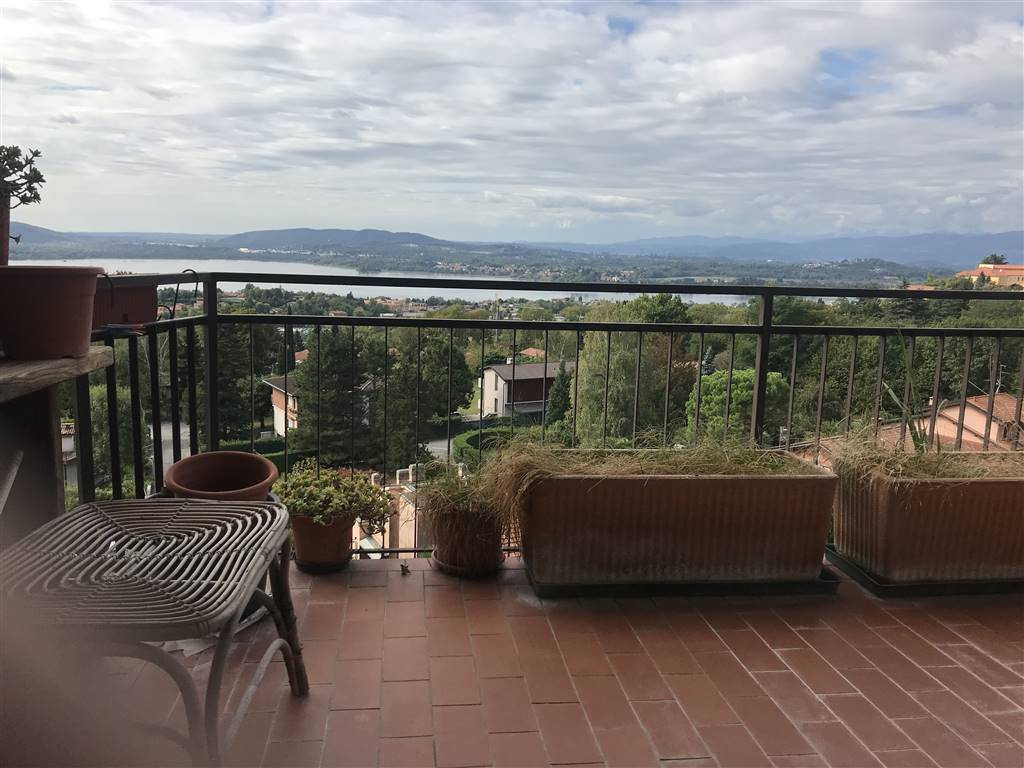 Appartamento in vendita a Barasso, 4 locali, prezzo € 158.000 | PortaleAgenzieImmobiliari.it
