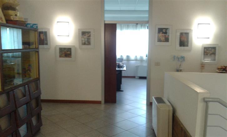 Palazzo / Stabile in affitto a Signa, 4 locali, zona Zona: Colli Alti, prezzo € 3.200   CambioCasa.it