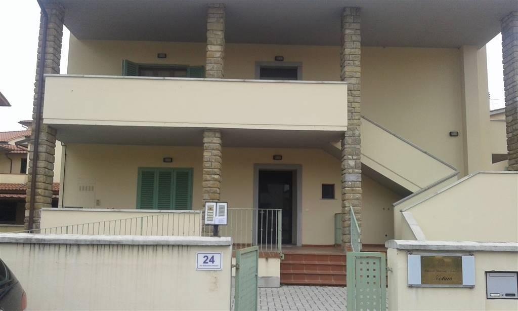 Ufficio / Studio in affitto a Poggio a Caiano, 3 locali, Trattative riservate | CambioCasa.it