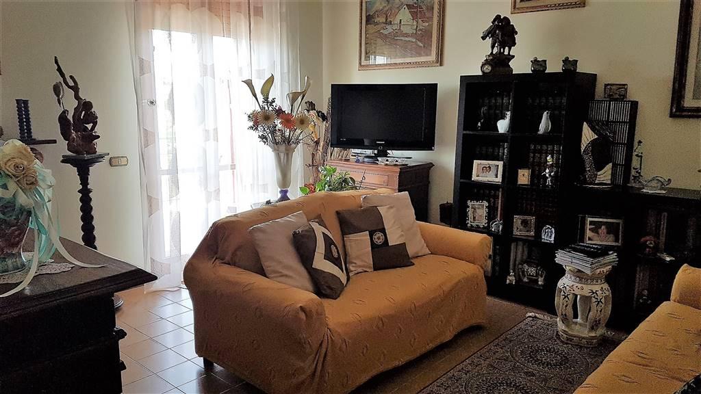Appartamento in vendita a Signa, 4 locali, prezzo € 220.000 | CambioCasa.it