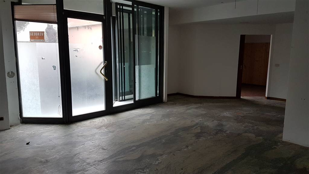 Immobile Commerciale in vendita a Signa, 3 locali, prezzo € 105.000 | CambioCasa.it