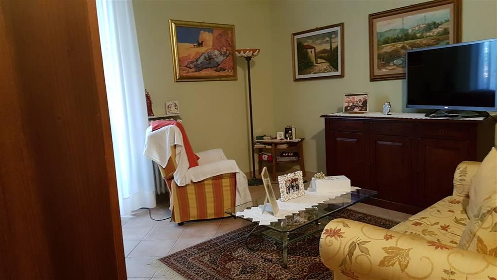Appartamento in vendita a Signa, 5 locali, prezzo € 210.000 | CambioCasa.it