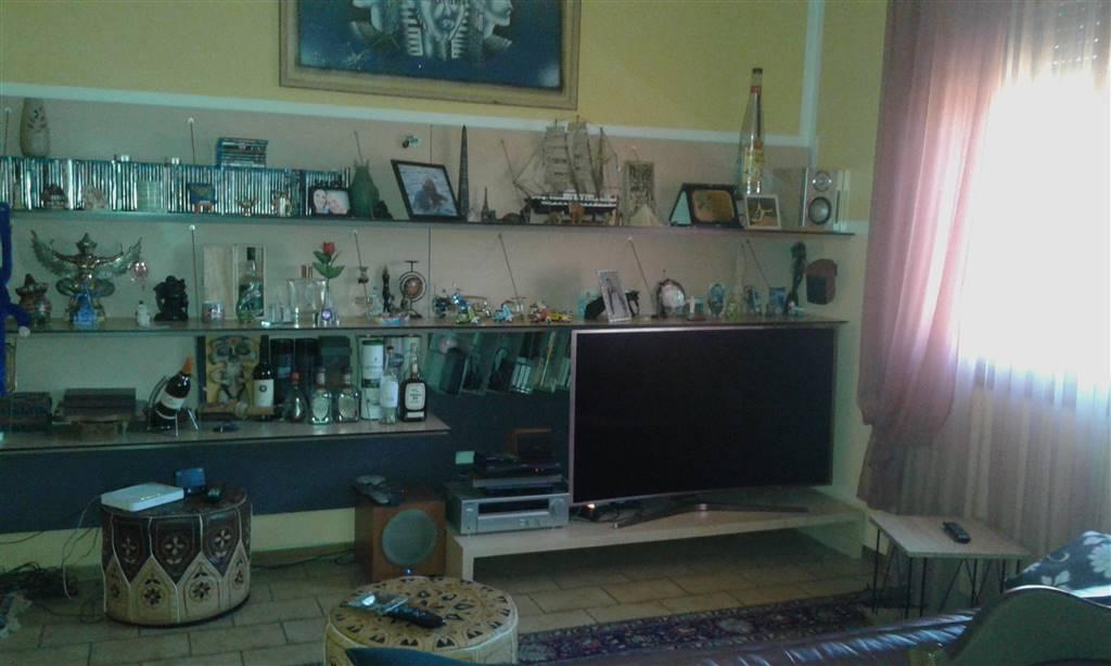 Appartamento in vendita a Signa, 5 locali, prezzo € 230.000 | CambioCasa.it