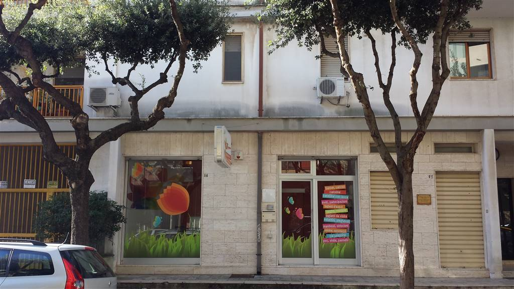 Locale commerciale in Via T.u.granafei, Mesagne