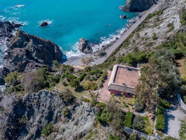 Villa in vendita a Bonassola, 3 locali, zona Località: VALLESANTA, Trattative riservate | PortaleAgenzieImmobiliari.it
