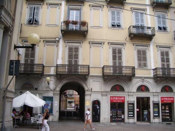 ingresso da via italia