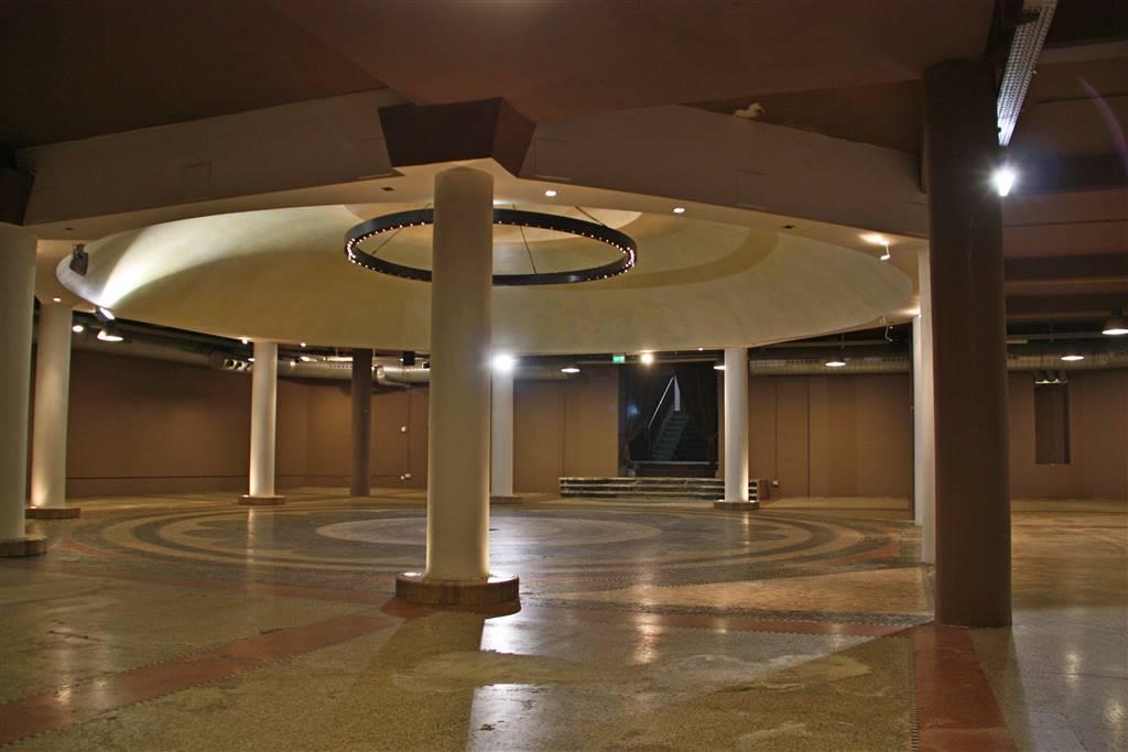 PORTA ROMANA - MM MEDAGLIE D'ORO elegante spazio 1.500 mq (circa ) categoria catastale D8, l'immobile presenta caratteristiche singolari che lo