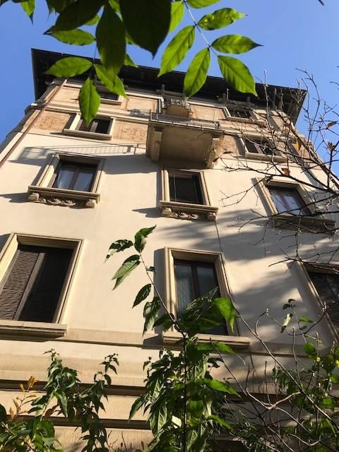 Arco della Pace a soli 50 mt. dal parco Sempione, in prestigioso palazzo d'epoca, esclusivissima abitazione in un contesto di grande charme, rara e