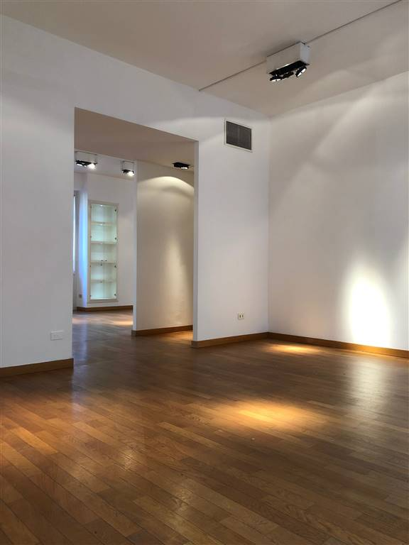Centralissimo ufficio di rappresentanza Cordusio - Duomo - via Spadari in signorile palazzo d'epoca con portineria elegante ufficio - show room 140