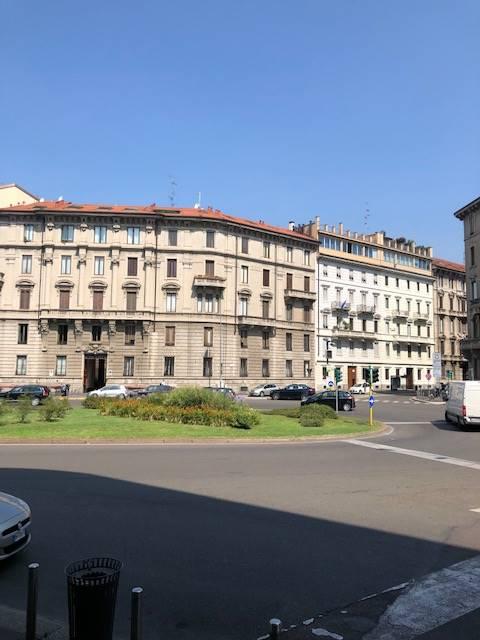 MM Conciliazione Linea Rossa tra via Boccaccio e C. so Magenta ( NO Area C) affittiamo in prestigioso palazzo d'epoca, luminoso ed elegante ufficio