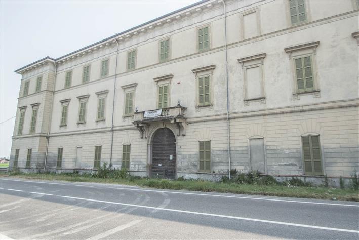 Palazzo, Casatisma, da ristrutturare