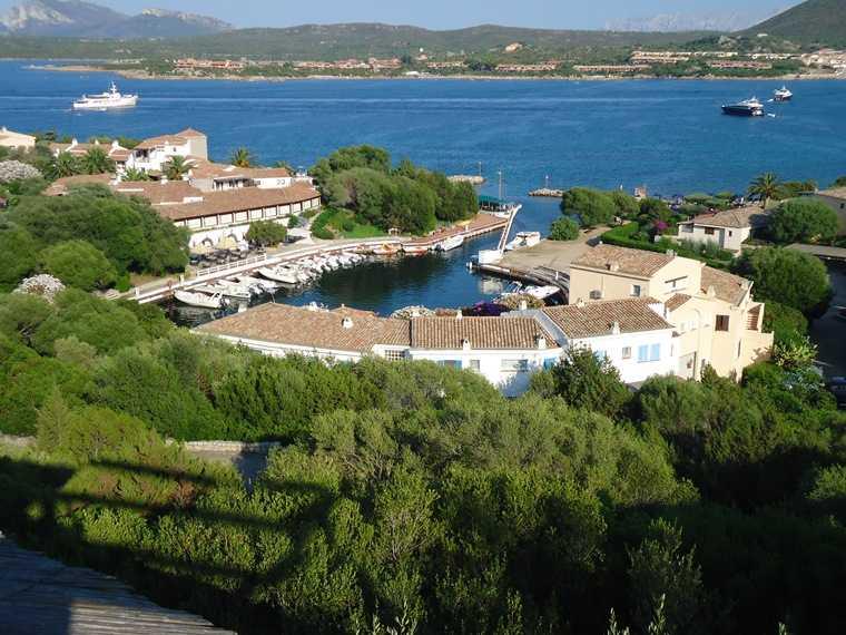 Appartamento in vendita a Golfo Aranci, 5 locali, zona Zona: Golfo di Marinella, prezzo € 1.680.000 | CambioCasa.it