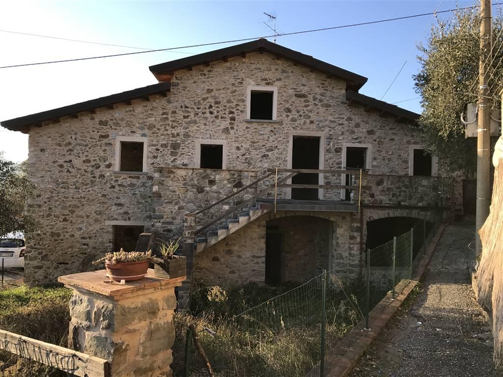 Rustico / Casale in vendita a Podenzana, 5 locali, prezzo € 130.000   CambioCasa.it