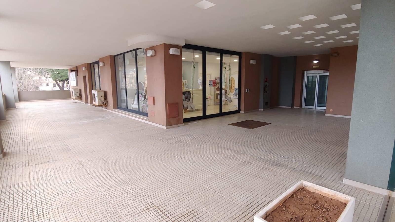 Negozio / Locale in affitto a Martina Franca, 9999 locali, prezzo € 1.700 | CambioCasa.it