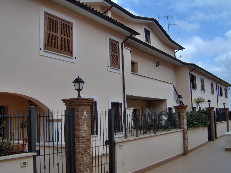 Villa a schiera in Via B. Cellini Snc, Rignano Flaminio