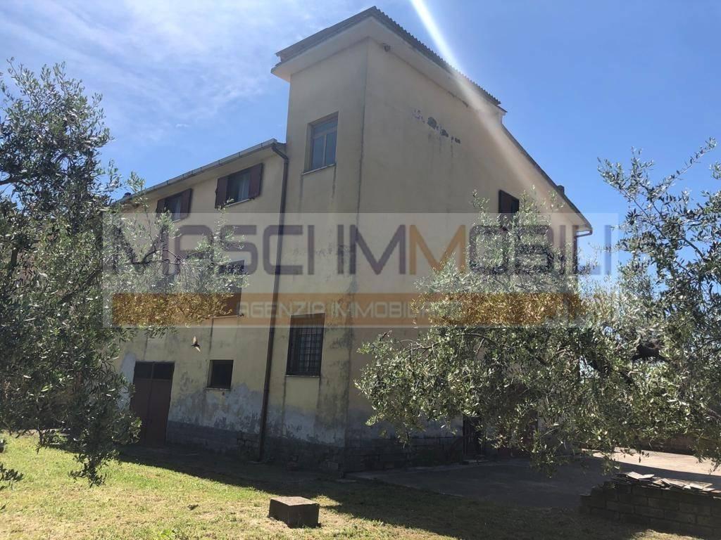 Soluzione Indipendente in vendita a Capena, 10 locali, prezzo € 220.000 | CambioCasa.it