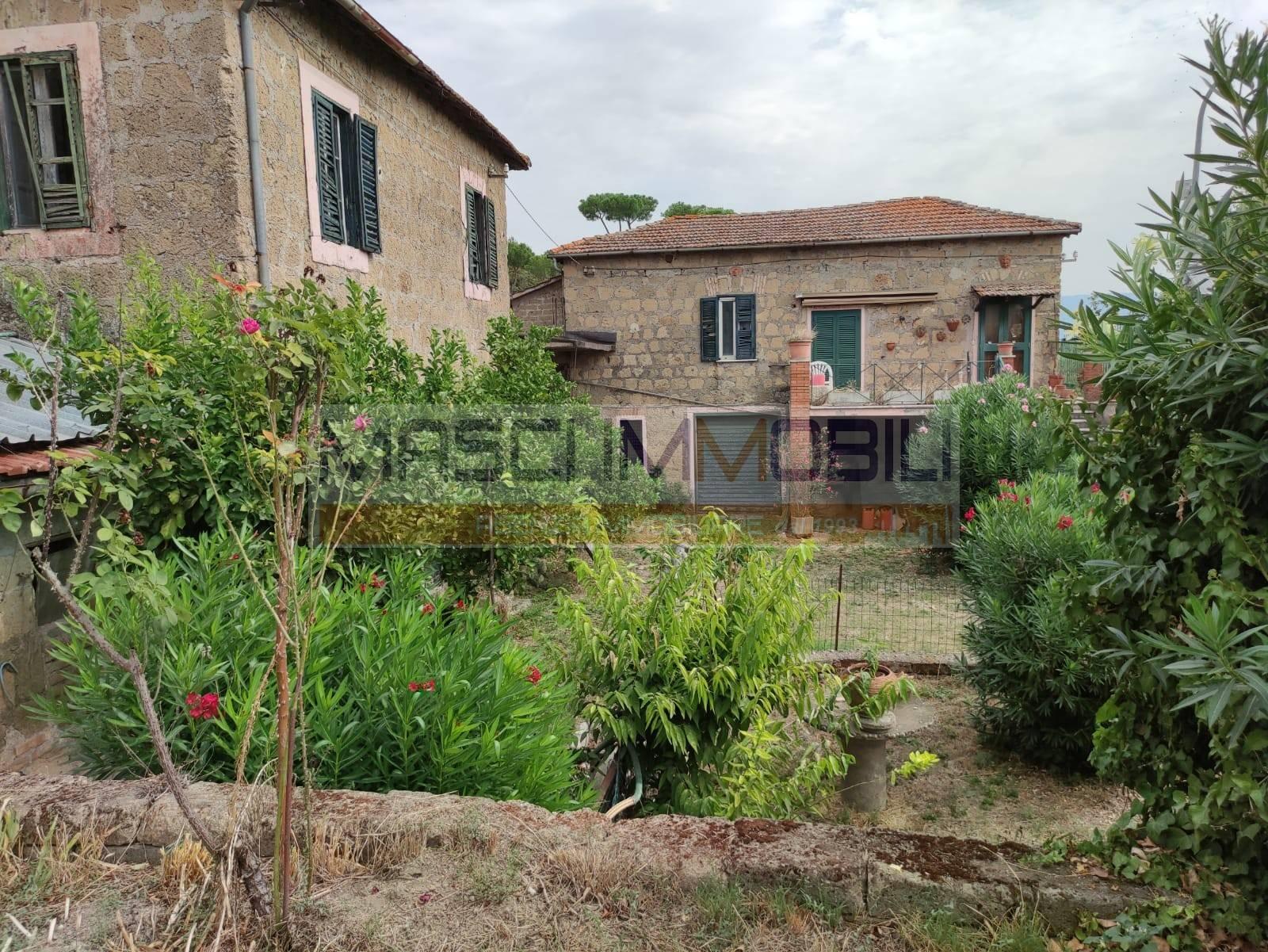 Rustico / Casale in vendita a Castelnuovo di Porto, 9 locali, zona Località: PONTE STORTO, prezzo € 200.000 | CambioCasa.it