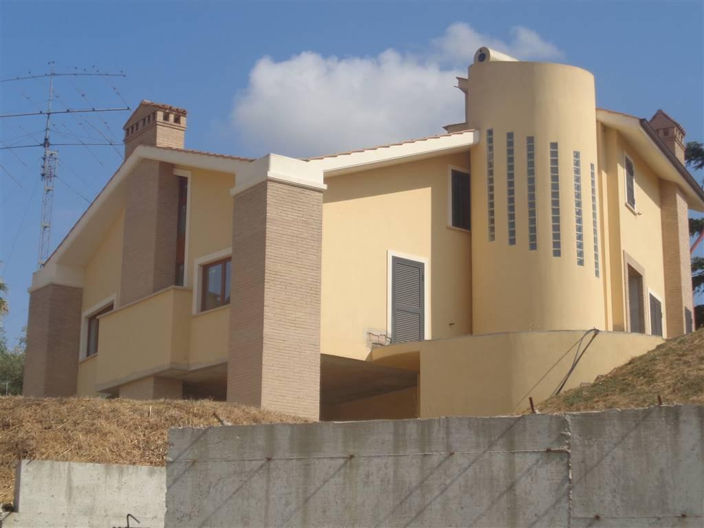 Villa Bifamiliare in vendita a Capena, 5 locali, zona Località: SELVOTTA, prezzo € 210.000   CambioCasa.it