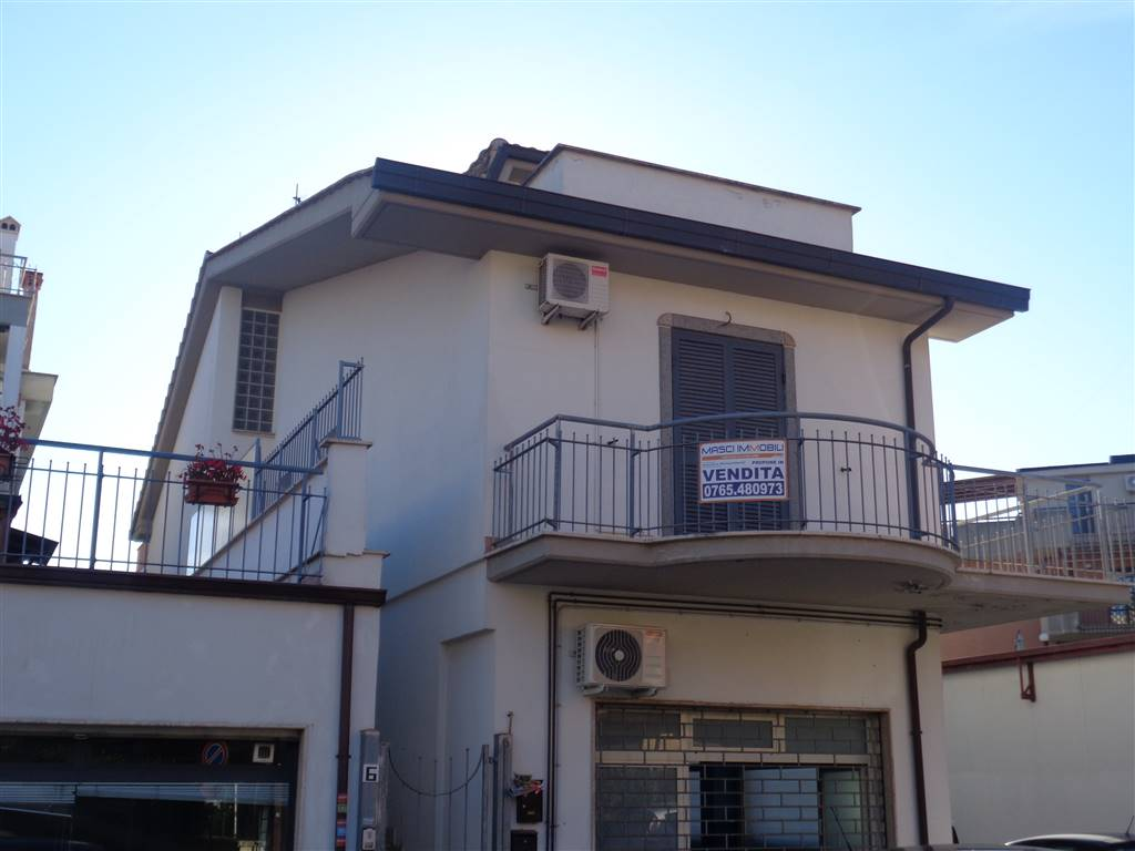 Trilocale in Via V. Riva 6, Monterotondo