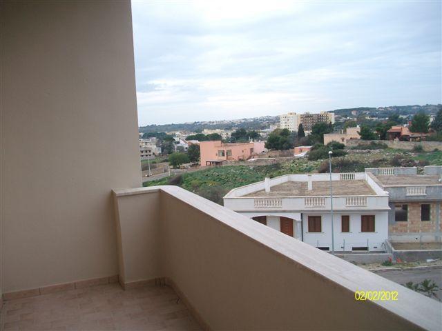 Appartamento in affitto a Casarano, 8 locali, prezzo € 300 | CambioCasa.it