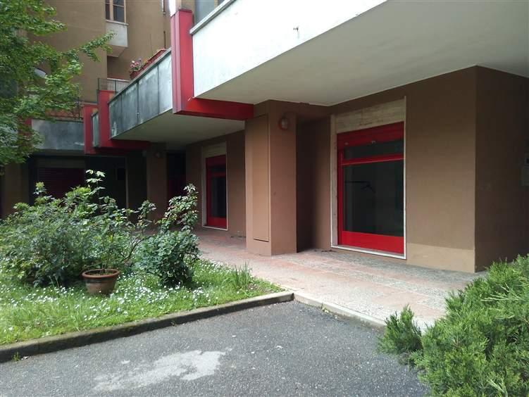 Negozio / Locale in affitto a Pieve Emanuele, 4 locali, zona Località: VIA DELLE ROSE, prezzo € 700 | CambioCasa.it
