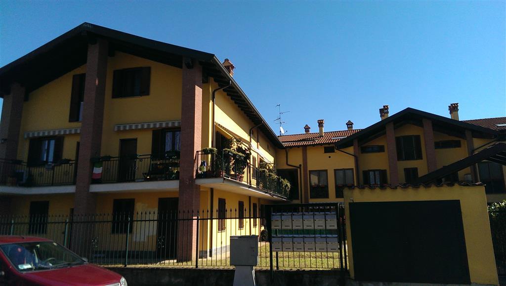 Soluzione Indipendente in affitto a Lardirago, 4 locali, prezzo € 700 | CambioCasa.it