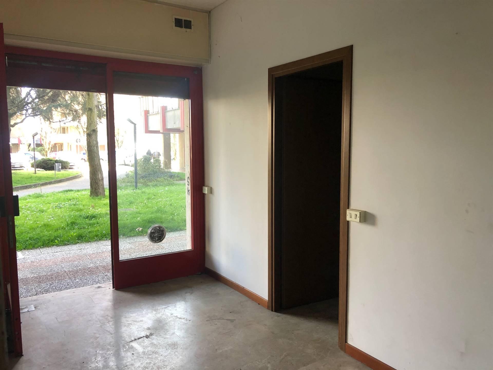Negozio / Locale in vendita a Pieve Emanuele, 1 locali, zona Località: VIA DELLE ROSE, prezzo € 45.000   PortaleAgenzieImmobiliari.it