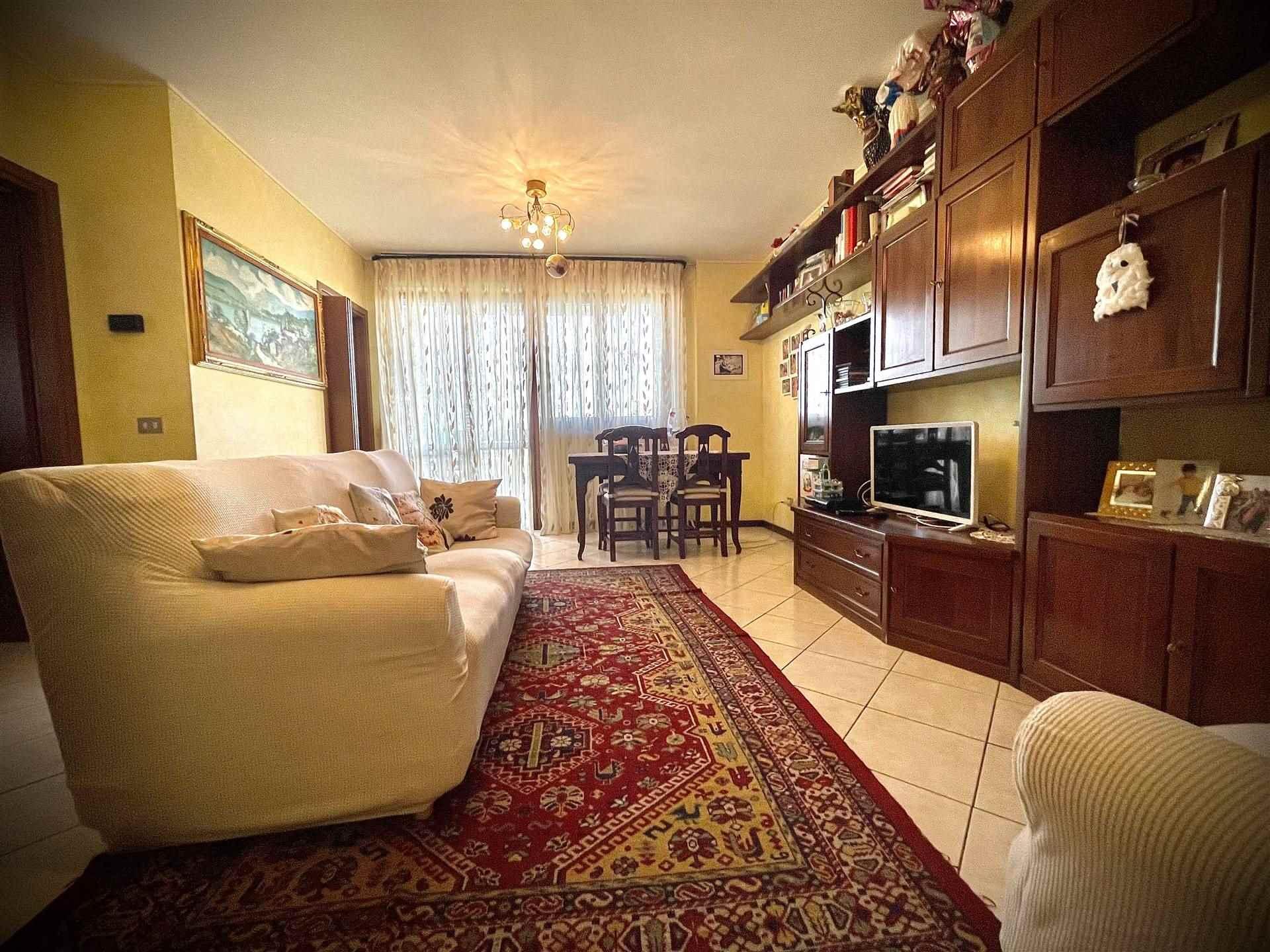 Appartamento in vendita a Carpiano, 4 locali, zona Località: DRAGHETTO, prezzo € 165.000 | CambioCasa.it