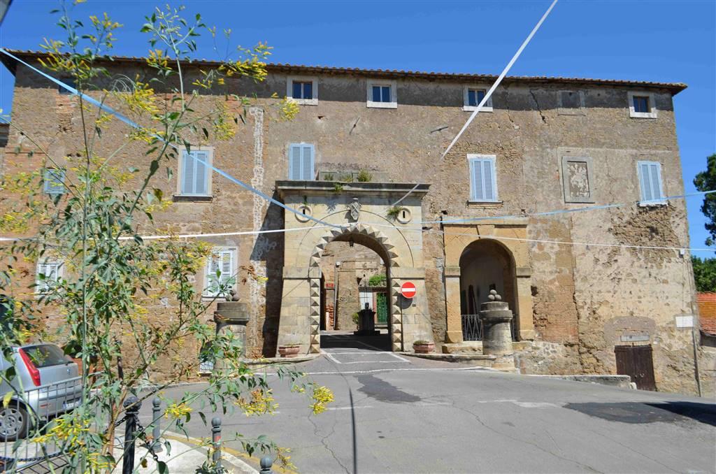 Collevecchio - Centro Storico, Corso Umberto I. In palazzetto d'epoca appartamento di 75 mq da ristrutturare al secondo ed ultimo piano.