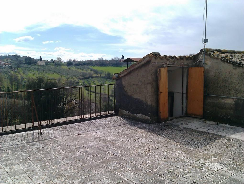 Appartamento in vendita a Torri in Sabina, 5 locali, prezzo € 23.000 | CambioCasa.it