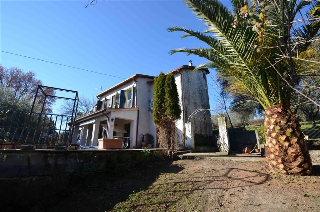 Villa in vendita a Tarano, 11 locali, prezzo € 235.000 | CambioCasa.it