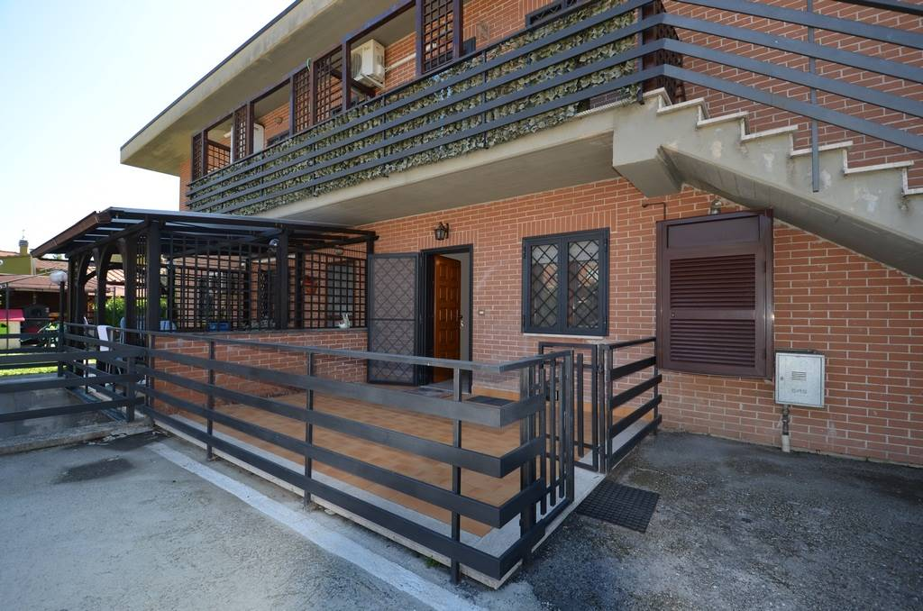 STIMIGLIANO SCALO, Appartamento di 75 Mq. Ottime condizioni, parzialmente ammobiliato (cucina componibile completa di tavolo, lavatrice e materassi),
