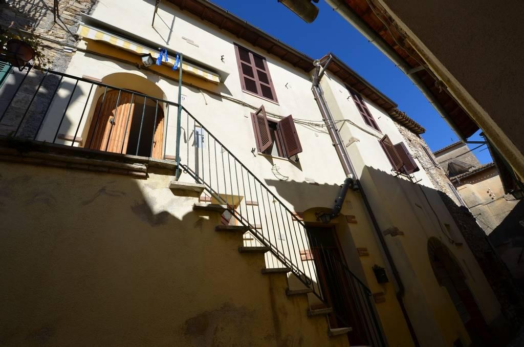 Appartamento in vendita a Torri in Sabina, 5 locali, prezzo € 55.000 | CambioCasa.it