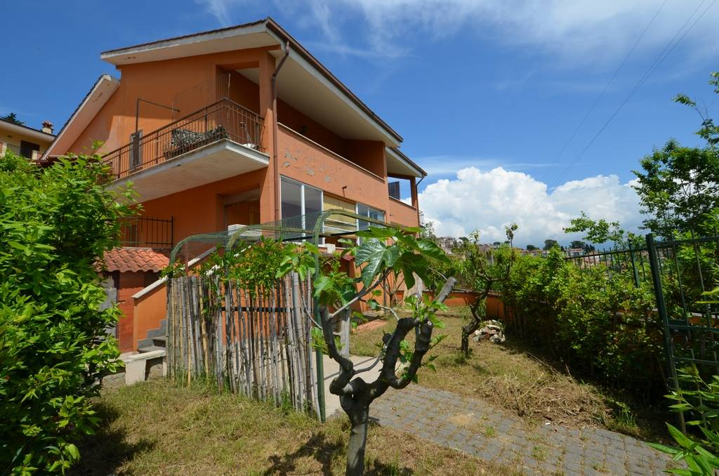 Villa a Schiera in vendita a Ponzano Romano, 4 locali, prezzo € 49.000 | CambioCasa.it