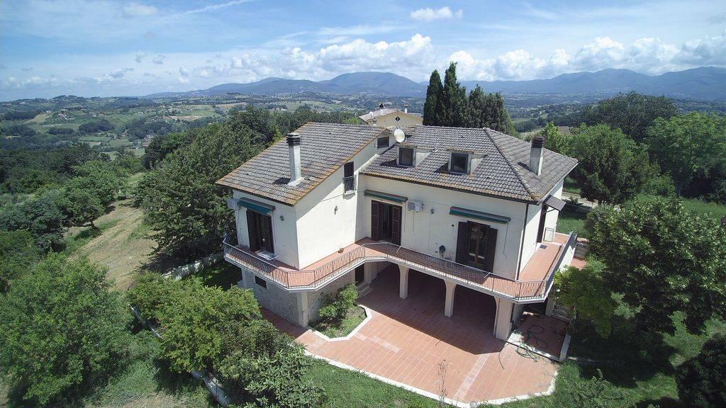 STIMIGLIANO - zona SABINA - in posizione eccellente proponiamo elegante Villa di 360 mq catastali con vista panoramica a 360° sulla valle del Tevere
