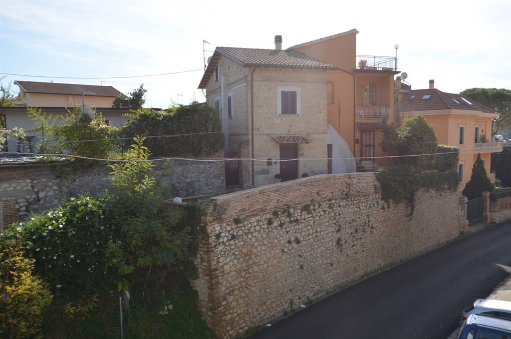 MONTEBUONO, Apartment for sale of 90 Sq. mt., Restored, Heating Individual heating system, Energetic class: C, placed at Ground on 2, composed by: 5