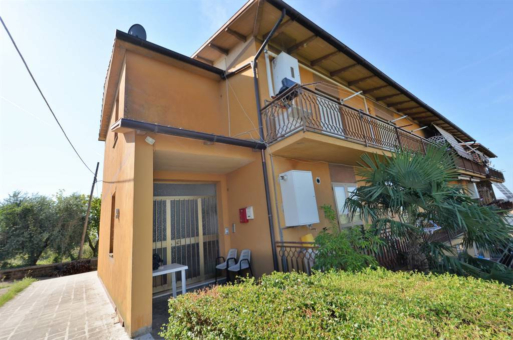 BERARDELLI, MAGLIANO SABINA, Apartment for sale of 110 Sq. mt., Habitable, Heating Individual heating system, Energetic class: G, placed at 1° on 2,