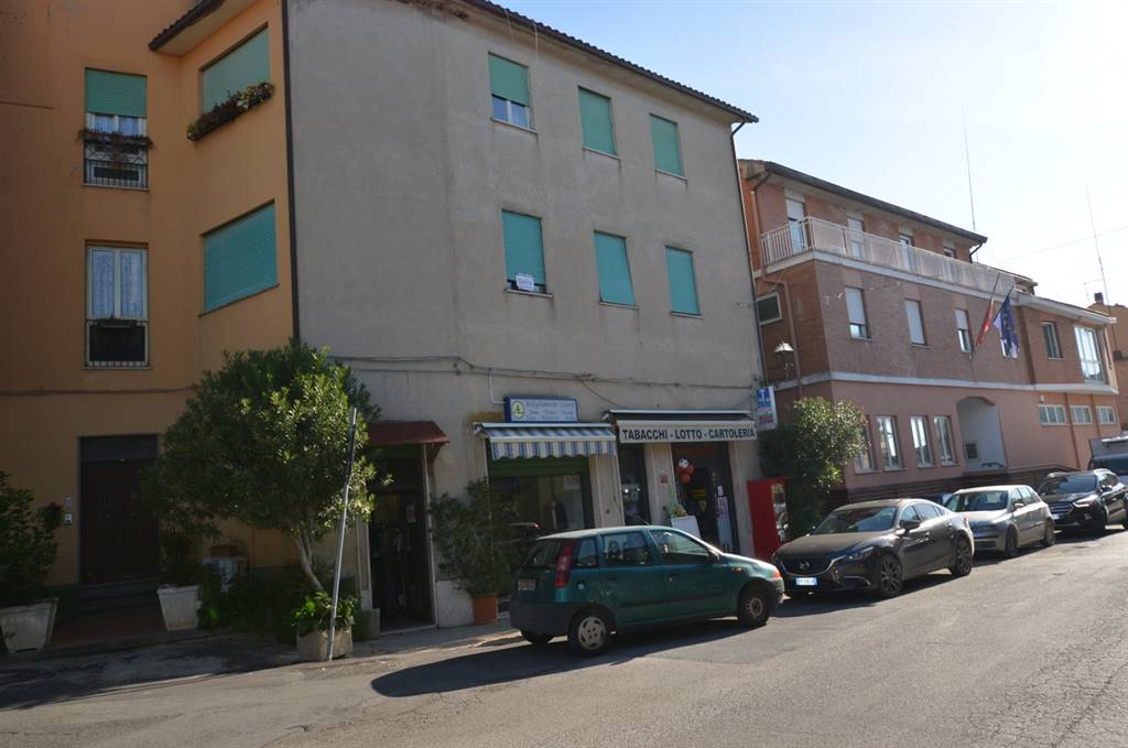 FORANO, Apartment for sale of 95 Sq. mt., Be restored, Heating Individual heating system, Energetic class: G, placed at 1°, composed by: 4 Rooms,