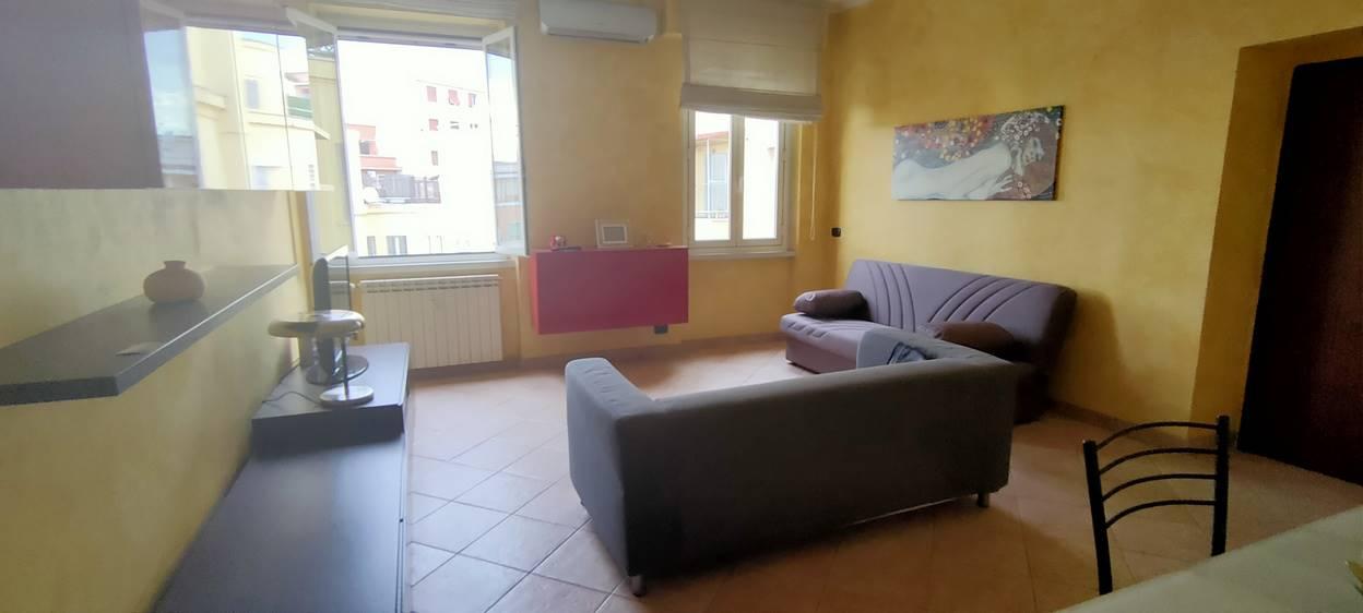 VIA SAN REMO, in palazzina signorile con giardino condominiale proponiamo in locazione appartamento di 75 metri quadri, posto al sesto ed ultimo