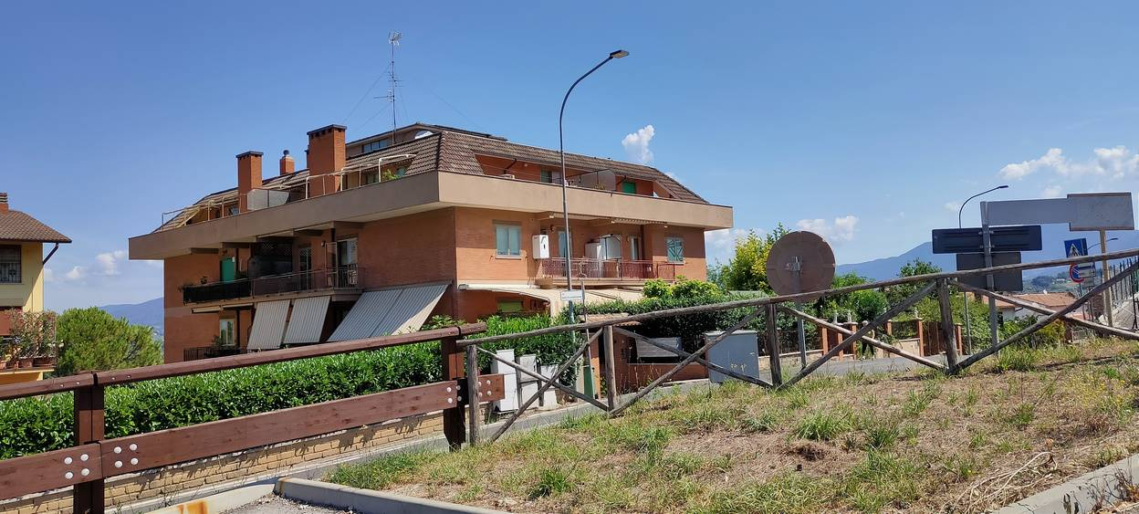FORANO, Apartment for sale of 110 Sq. mt., Habitable, Heating Individual heating system, Energetic class: G, placed at 2° on 4, composed by: 5 Rooms,