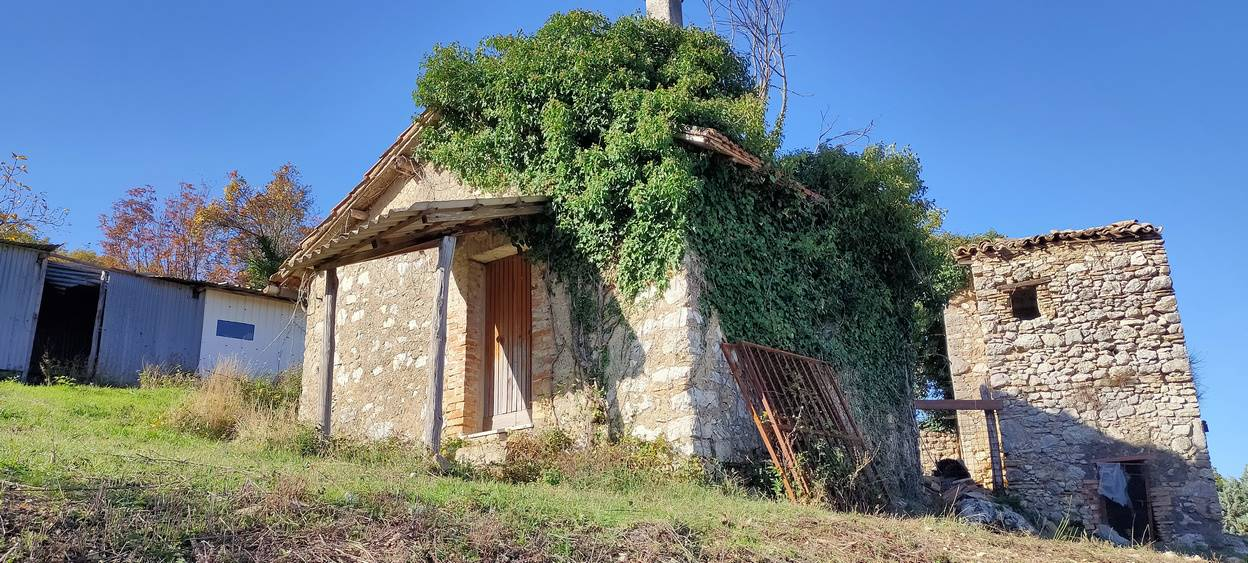 CONFIGNI, Farmhouse for sale of 30 Sq. mt., Be restored, Energetic class: G, placed at Ground, composed by: 1.5 Rooms, Garden Exclusive, Price: € 25,