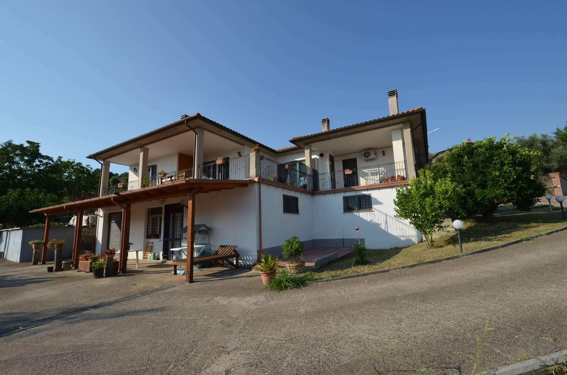 COLLEVECCHIO, Zona Sant'Angelo - In posizione dominante e panoramica proponiamo in vendita splendita Villa di recente costruzione su due livelli con