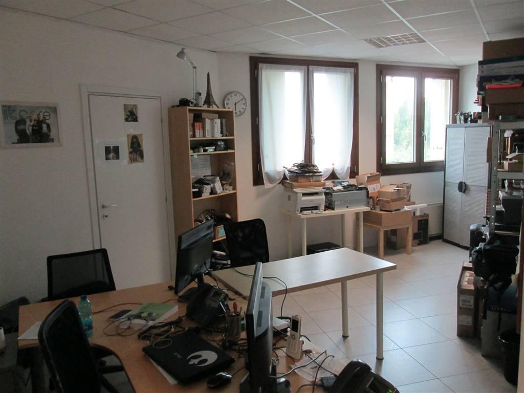 Ufficio / Studio in affitto a Saronno, 1 locali, zona Località: CENTRO- STAZIONE, prezzo € 500   CambioCasa.it