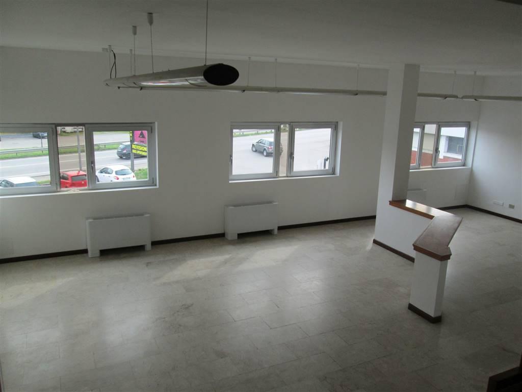 Ufficio / Studio in affitto a Saronno, 10 locali, zona Località: SARONNO- MONZA, prezzo € 1.670 | CambioCasa.it