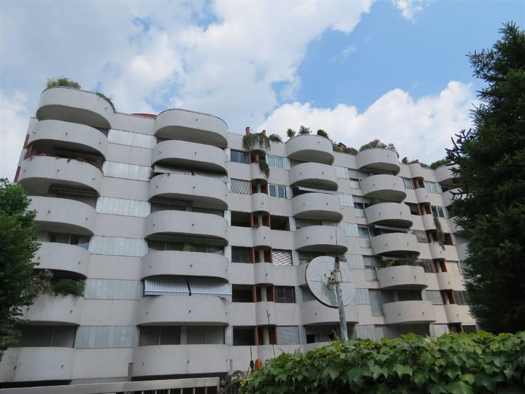 Appartamento in vendita a Saronno, 3 locali, zona Località: PISCINA, prezzo € 140.000 | CambioCasa.it