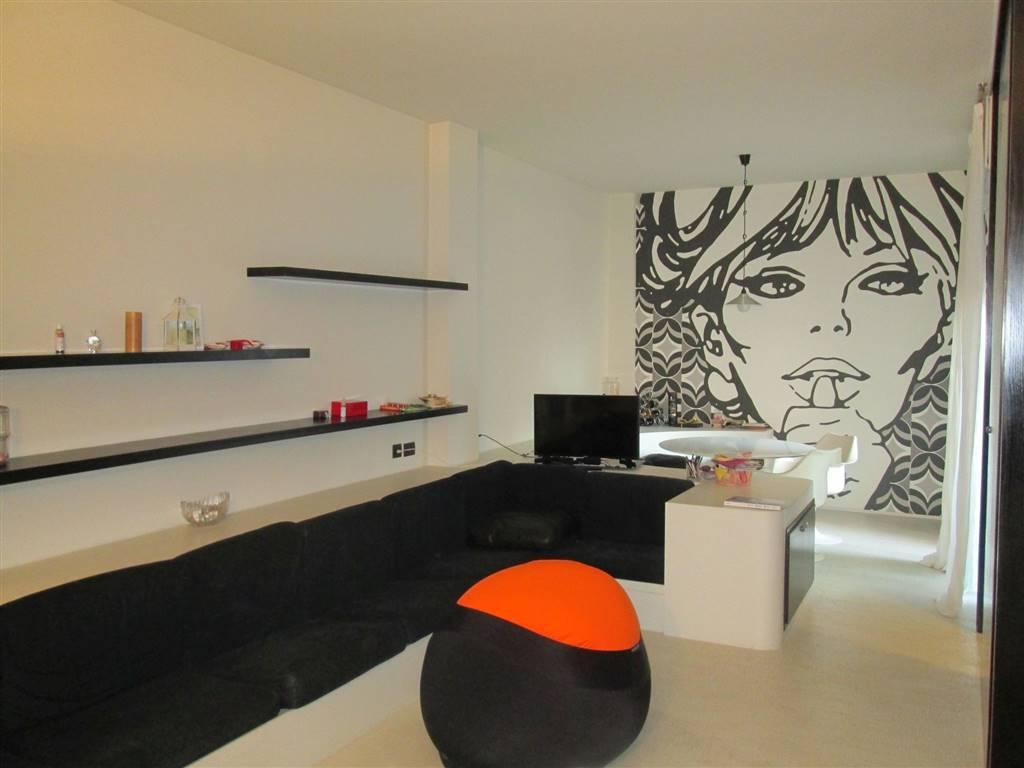 Appartamento in affitto a Saronno, 2 locali, zona Località: PISCINA, prezzo € 700 | CambioCasa.it