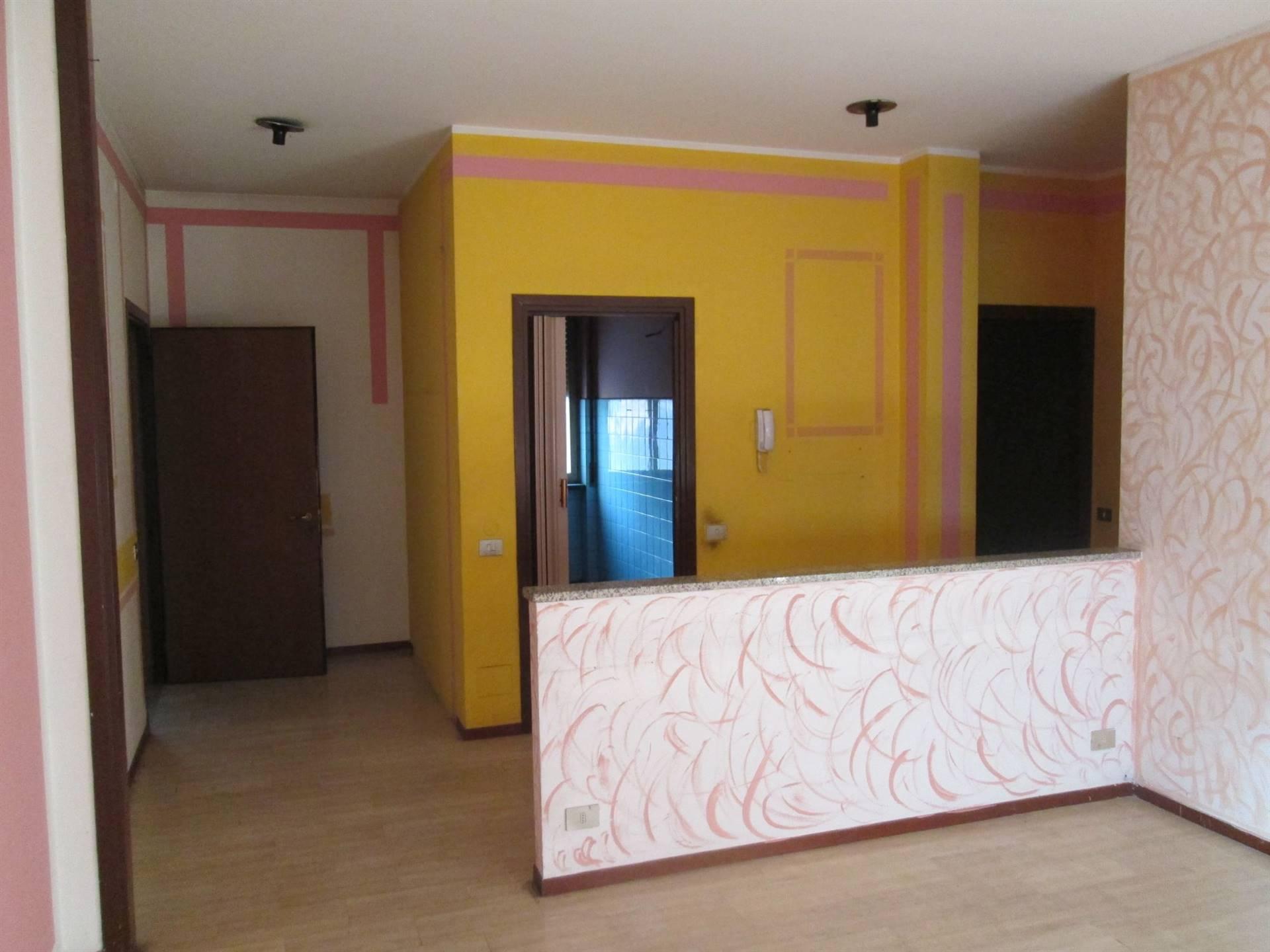 Appartamento in vendita a Saronno, 3 locali, zona Zona: Prealpi, prezzo € 115.000 | CambioCasa.it