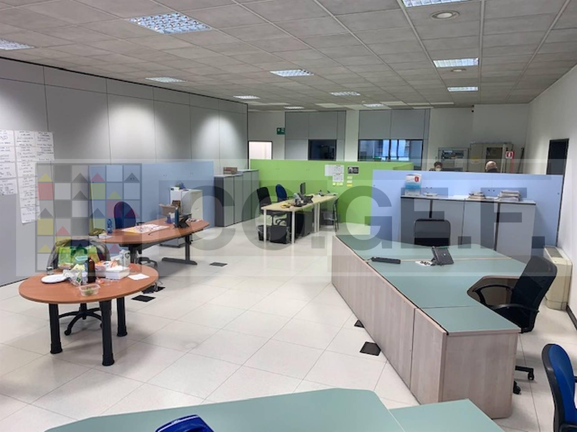 Ufficio / Studio in affitto a Saronno, 9999 locali, zona Località: CENTRO- STAZIONE, prezzo € 5.000 | CambioCasa.it