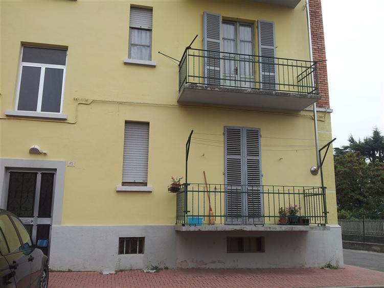 Appartamento in vendita a Dogliani, 3 locali, prezzo € 45.000 | CambioCasa.it